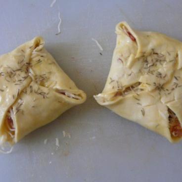 Feuilleté fromage, lardon, tomate 2